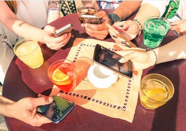 Az okostelefonokat mindenhol használjuk